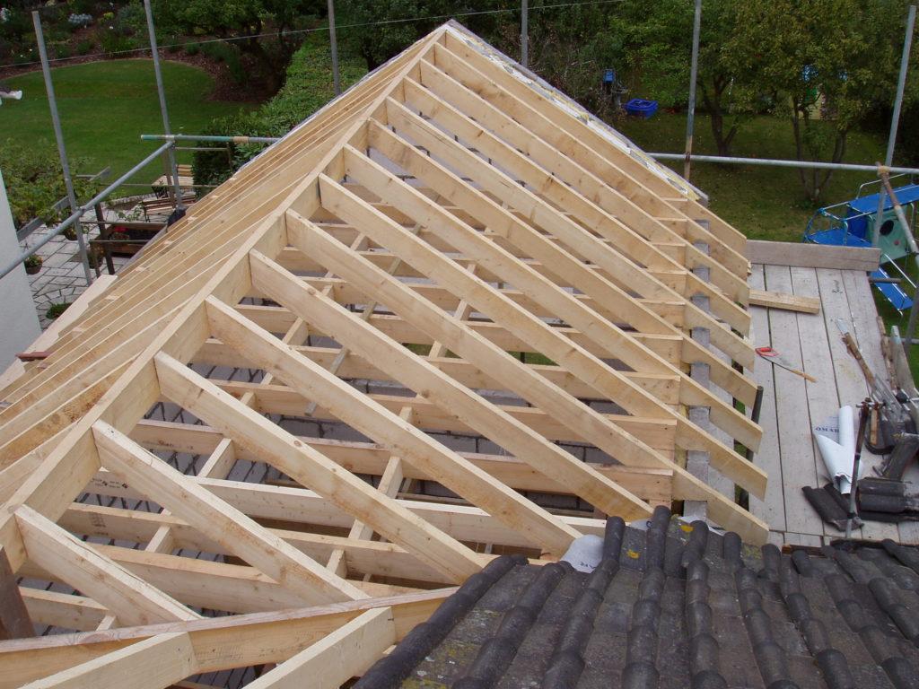 Как установить стропила на крышу